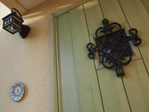 おせっかい家の玄関ドア